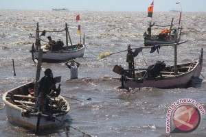 Indonesian govt asked to grant fishermen confiscated vessels of foreign poachers