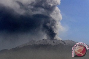 Dampak Gunung Raung, empat bandara tetap beroperasi