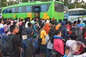 Ribuan pemudik tiba di Bakauheni pagi ini