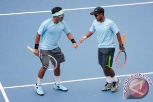 Tim Davis Indonesia adaptasi lapangan tenis Manahan Solo