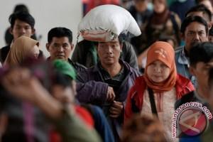 Kereta api dari Jakarta masih dipenuhi pemudik