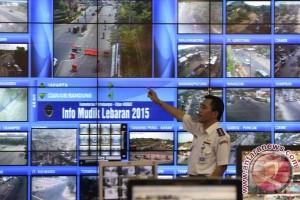 Polisi alihkan jalur atasi kemacetan Tol Jakarta-Cikampek