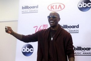 "Tyrese ""Black Rose"" duduki puncak Billboard 200"