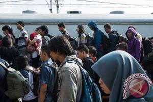 Kedatangan penumpang KA ke Jakarta masih tinggi