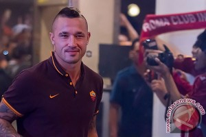 A.S. Roma player Nainggolan wishes to promote Indonesian soccer