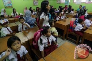 Anggota DPR: lima hari sekolah belum matang