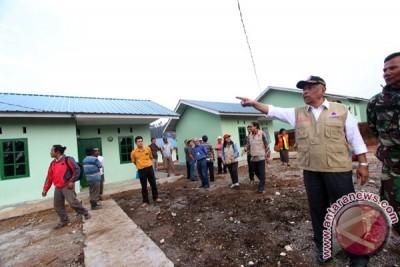 Tinjau Rumah Pengungsi Sinabung