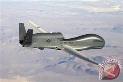 """Iran pamerkan pesawat tanpa awak baru mirip """"drone"""" buatan AS"""