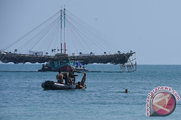 Kepala Staf TNI AL turut renang lintas Selat Madura
