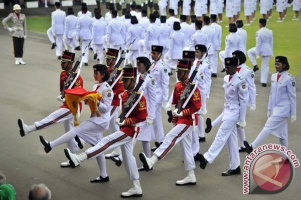 Parade bendera pusaka awali perayaan HUT RI 9d625d12b9