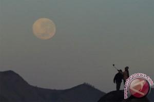 """Mari lihat """"bulan super"""" nanti malam"""