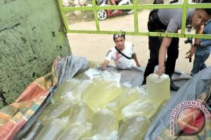Petugas amankan 4.000 liter minuman keras di perbatasan
