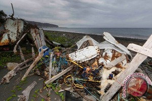 MH370 families want investigation to focus more on debris from plane
