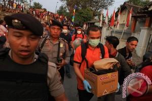 Densus: toko handphone di Solo tempat merakit bom