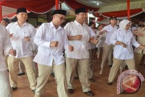 Usai jadi inspektur upacara, Prabowo bergoyang ria