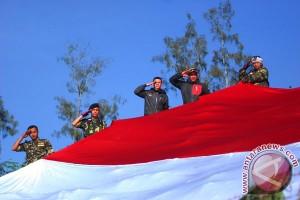 Upacara Bendera Raksasa