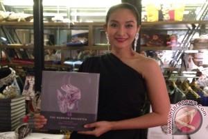Happy Salma tulis biografi seniman Desak Nyoman Suarti