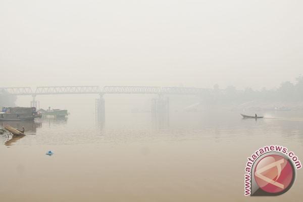 Tongkang dilarang berlayar melintas Sungai Barito