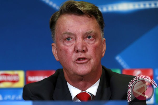 Van Gaal kecewa jika MU kontak Mourinho