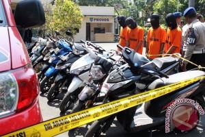 Gadis spesialis curi motor  ditangkap