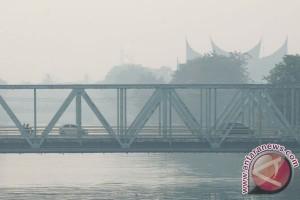 Kabut asap di Padang sudah mengkhawatirkan