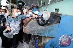 Kemendag musnahkan puluhan ribu lampu-helm non-SNI