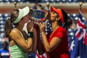 Hingis, Mirza juarai ganda final WTA