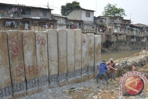 Normalisasi sungai dengan restorasi bukan betonisasi