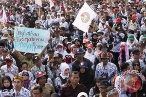Ribuan guru Kalbar unjuk rasa tuntut pencairan dana BOS