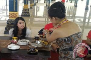 Mengintip kencan rahasia Maudy Ayunda di Yogyakarta