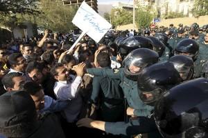 Demonstran Iran serbu Kedubes Saudi