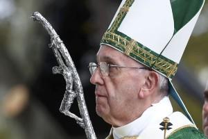 """Paus serupakan penampungan migran dengan """"kamp konsentrasi"""""""
