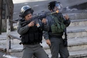 Warga Palestina ditembak mati setelah menusuk tentara Israel