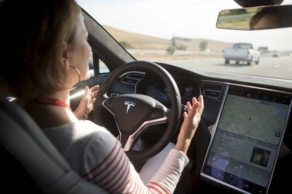Kecelakaan Tesla melibatkan autopilot, pengemudi diduga tidak pegang setir