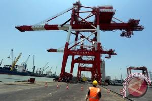 """Pelindo III berkomitmen gunakan """"crane"""" produk lokal"""