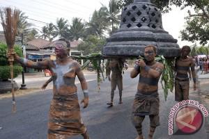 116 grup kesenian rakyat kirab Ruwat-Rawat Borobudur