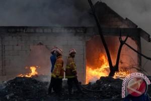 Pabrik makanan ringan di Lampung Selatan terbakar