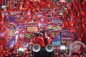 Buruh se-Jabodetabek aksi di depan Istana pada 1 Mei