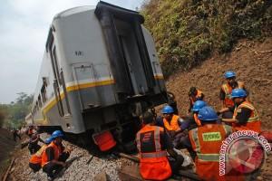 Kereta anjlok di Jakarta membuat commuter line terganggu