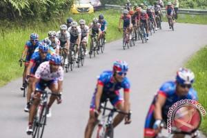 Tour de Singkarak, Ahad Kazemi tercepat di puncak Lawang