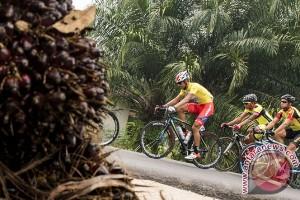 Agung kuasai polkadot jersey Tour of Borneo