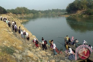Wilayahnya sering terendam, bupati Bojonegoro justru minta warganya buat wisata banjir