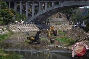 Tebing Sungai Code longsor, lima rumah rusak