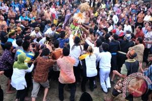 Ribuan warga lereng Gunung Sumbing gelar Gerebek Nusantara