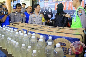 Enam orang tewas setelah tenggak minuman keras oplosan