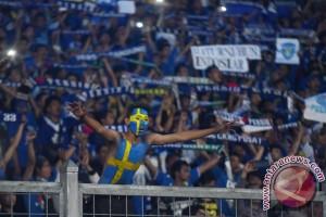 Polisi Cilacap kawal rombongan suporter Persib Bandung