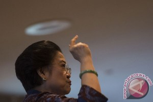"Megawati bergoyang nyanyikan ""One For All, All For One"""
