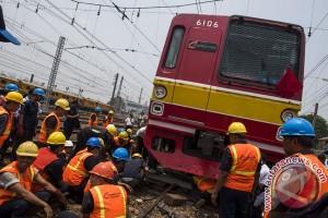 Tiga luka akibat kecelakaan Transjakarta-KRL