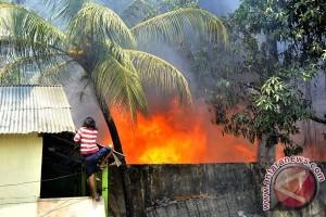 Seorang bocah tewas terkurung dalam api kebakaran rumahnya