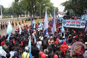 Ribuan buruh kumpul di Monas